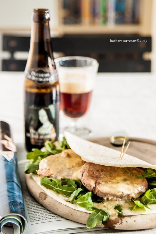 hamburger con salsa al roquefort e Duchesse de Bourgogne