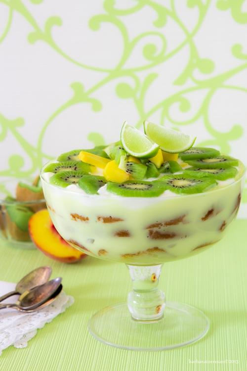 trifle con pesche e kiwi