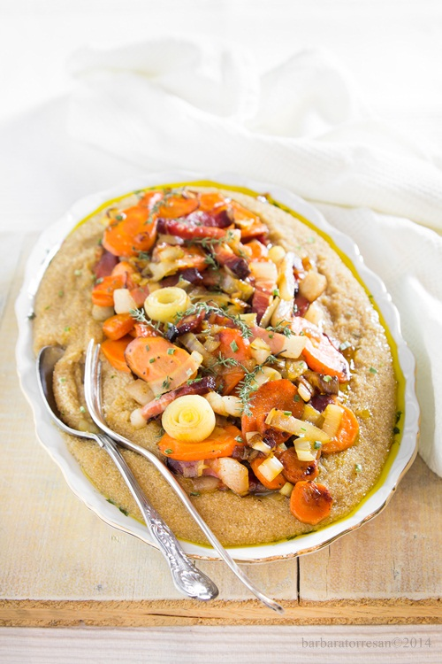 polentina d'amaranto con verdure croccanti