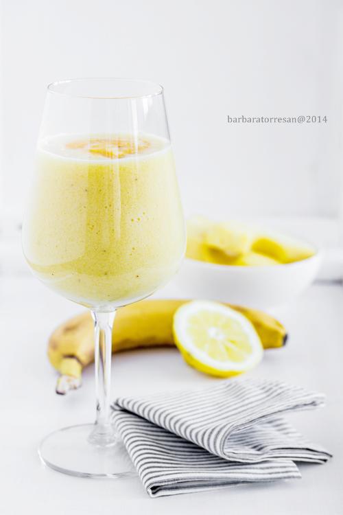 ananas, banana e limone – giallo smoothie – con miele allo zafferano