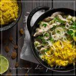 Curry di pollo con riso alla curcuma e uvetta