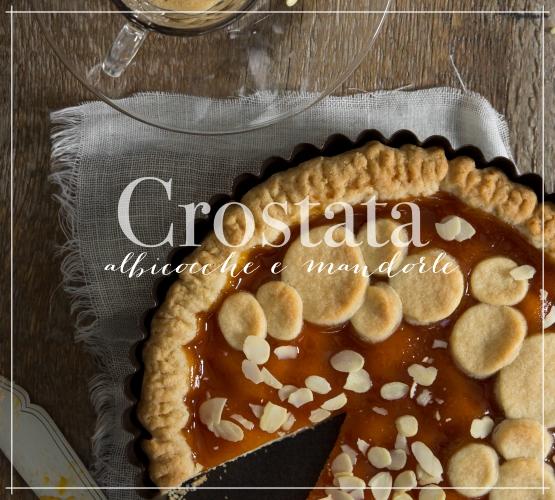 Crostata, con albicocche e mandorle, per colazione o merenda
