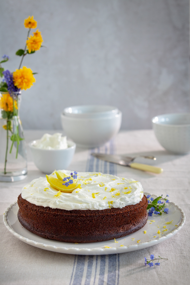 torta con semi di papavero e frosting al limone